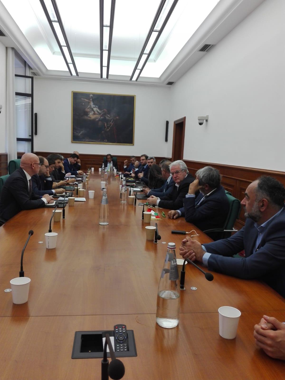 Continua la lotta sul caro pedaggi, i rappresentanti di Lazio e Abruzzo incontrano il Ministro dei Trasporti Paola de Micheli